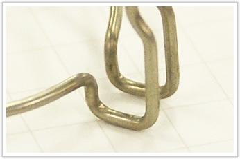 逸品その二. 加工工程数が多い、複雑な曲げ加工 (スペーサー・ホルダー)