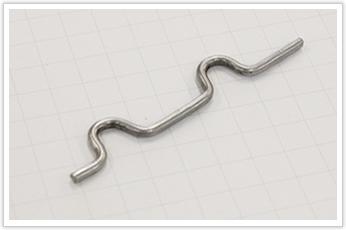 偏心的なプレス加工をしたステンレス鋼線