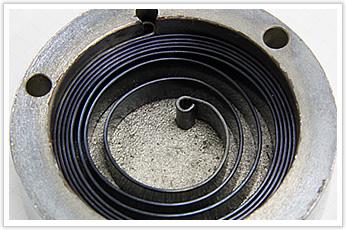 一般産業機械で使用されるケース付きゼンマイバネ