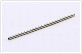 コイル外径が非常に小さいオイルシールの密着バネ