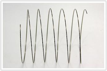 シリンダ保護カバー用のD/dが大きい圧縮コイルバネ