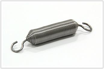 フックにコイル線径の2倍の線材を使用した両絞りの引張バネ